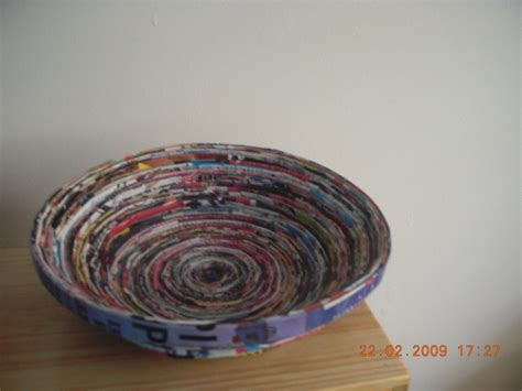 How To Make Paper Bowls From Magazines - magazine bowls 183 how to make a magazine bowl 183 papercraft