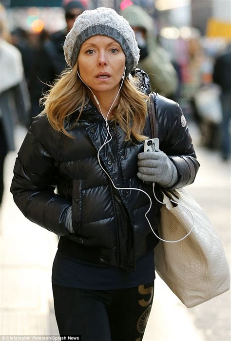 kelly ripa goes make up free as she arrives home after fronting kelly ripa displays her tiny figure in tight leggings but