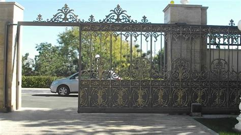La gracia y seguridad    la puerta corredera (la pátina