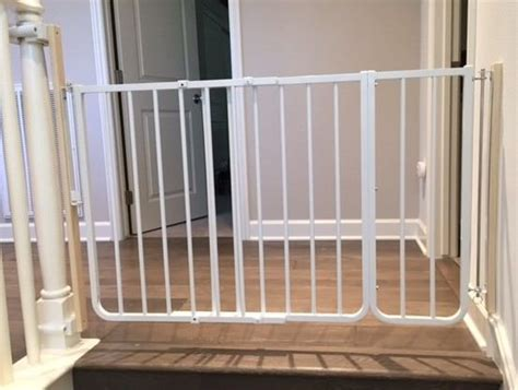 Top  Stair Baby Gate  Wide Opening   Holes