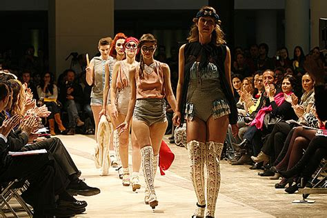 Show And Tell The Budget Fashionista At Fashion Week by Desfile De Moda Despunte