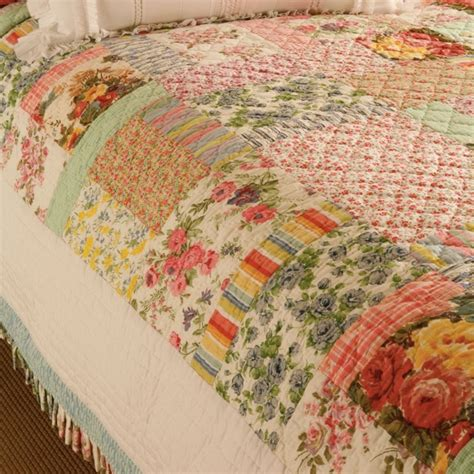 Houzz Bedroom Quilts Printemps Quilt Traditional Quilts And Quilt Sets
