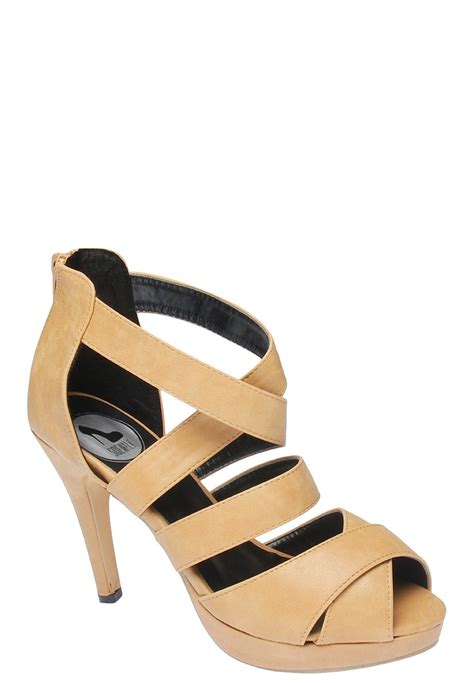 zalora shoes 35 best zalora the neutral shoe images on