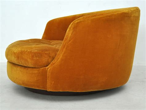 Milo Baughman Large Swivel Chair At 1stdibs Large Swivel Chairs