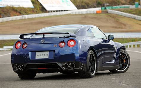 nissan skyline 2013 first drive 2013 nissan gt r track pack japanese spec