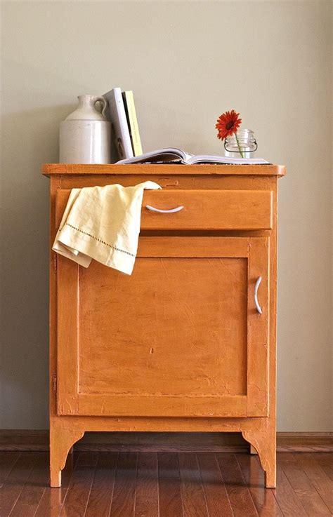 recycle a side table with chalk paint becoration