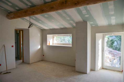 isolation plafond chambre chambre en enduit de pl 226 tre isolation revetement
