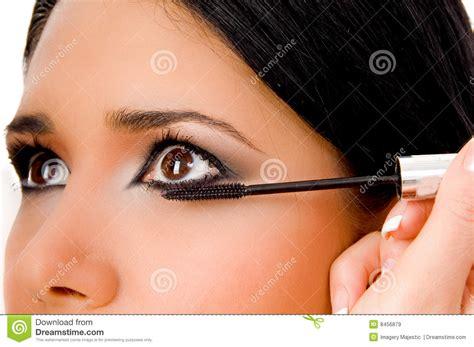 Maskara Caring beautician applying maskara on s eye royalty free