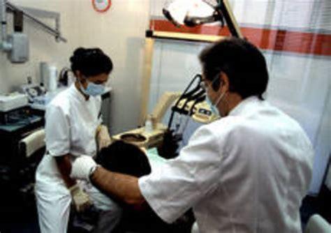 assistente di poltrona dentista alla casa della salute arriva il dentista pubblico
