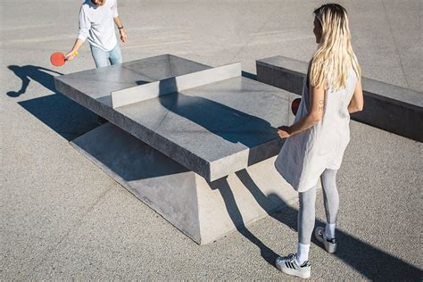 tavoli da ping pong in cemento monoliths concrete ping pong tables benches design milk