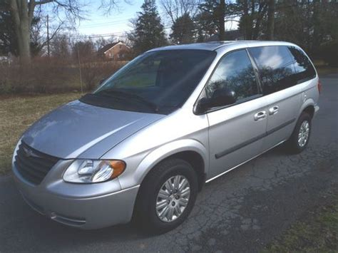 how to sell used cars 2007 chrysler town country electronic valve timing buy used 2007 chrysler town counrty van like new no reserve money back warranty in silver