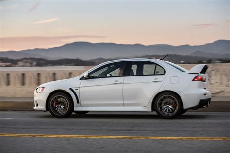 mitsubishi evolution 2015 mitsubishi usa waves goodbye to lancer evo with 2015 final
