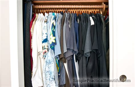 How To Organize T Shirts In A Closet by 2 Simple Tricks To Organize A Closet Simple Practical