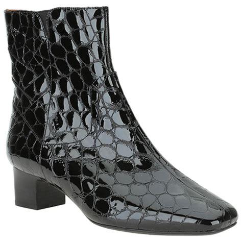 clarks lilstock cider wide fitting black croc