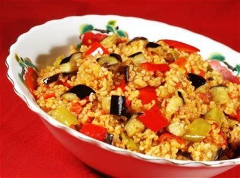 pilavi tavuklu bulgur pilavi sebzeli bulgur pilavi bulgur pilavi sebzeli bulgur pilavi tarifi nasıl yapılır yemek tarifleri