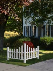 white vinyl cottage corner picket fence
