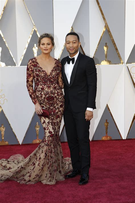 Es Oscar Carpet Coverage by Carpet Couples 2016 Legend Chrissy Teigen And