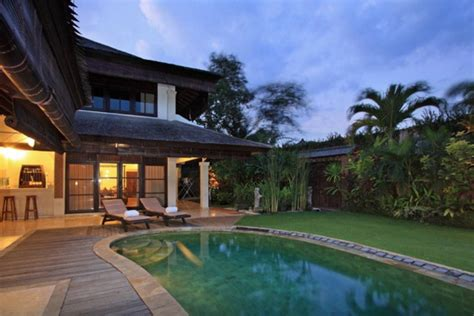 top  airbnb villas  bali singapore