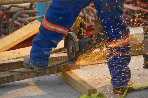 Diesel Mechanic Working Conditions by Diesel Fitter High Demand For Diesel Techs Inside Auto Repair Shop Bay Diesel Mechanic Cover