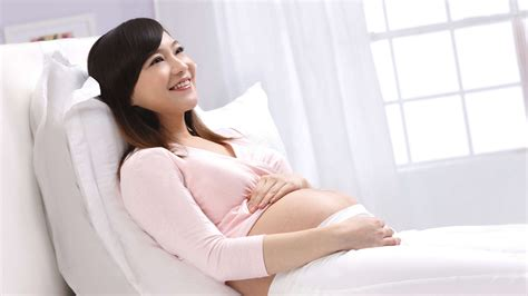 reasons for bed rest tips to help pregnant women survive bed rest hello doktor