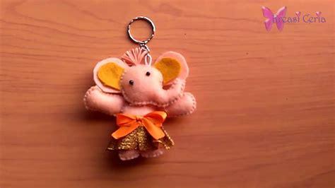 cara membuat gantungan kunci berbentuk emoticon cara membuat gantungan kunci gajah dari kain flanel youtube