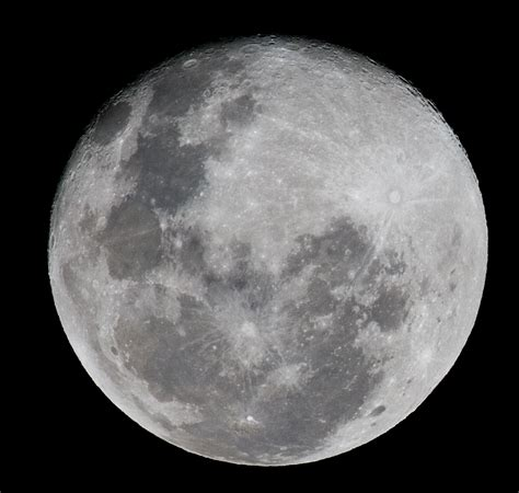 moon l canon ef 400mm lens