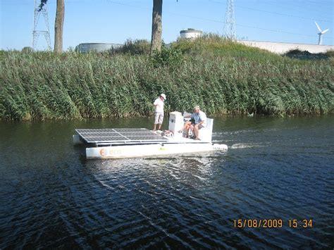 bootje op zonne energie mijn bootje op t water