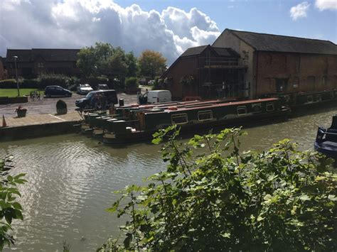 devizes canal boat hire devizes wharf day boat hire