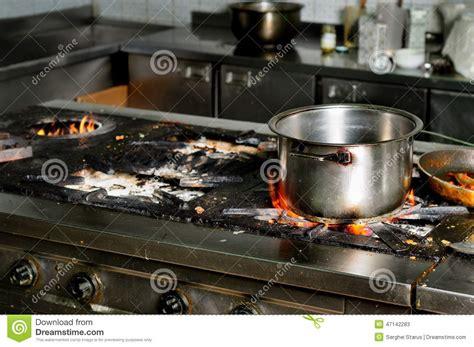 cuisine sal馥 vraie cuisine sale de restaurant image stock image du