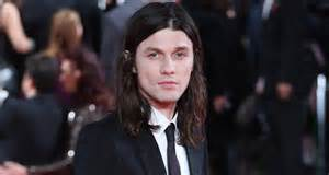 james bay ditches his signature hat for spectre london premiere 2015 mtv emas james bay