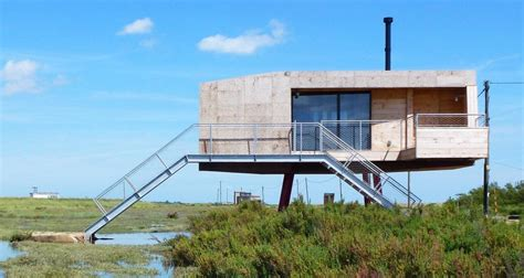 Small Beach House On Stilts Redshank Beach House By Lisa Shell Architects 171 Inhabitat