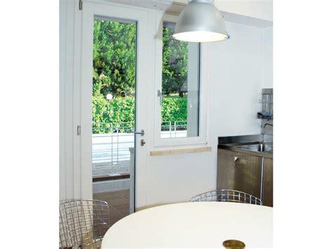 porta finestra in alluminio porta finestra in alluminio e legno maggiorata con