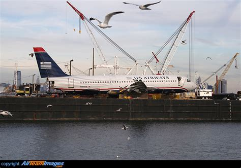 Miracle Landing On The Hudson Miracle On The Hudson N106us Aircraft Pictures Photos Airteamimages
