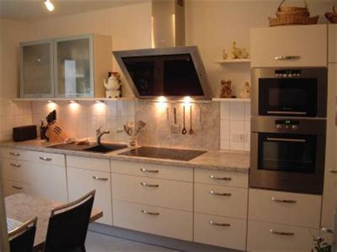 trends in küchenschränken farbkombi wohnzimmer t 252 rkis braun grau