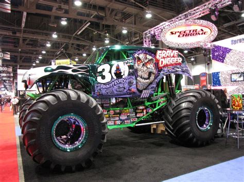 large grave digger monster truck grave digger monster truck www imgkid com the image