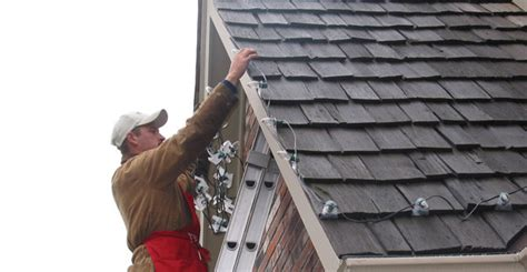 install christmas decorations on roof chicago light installers professional light installer commercial