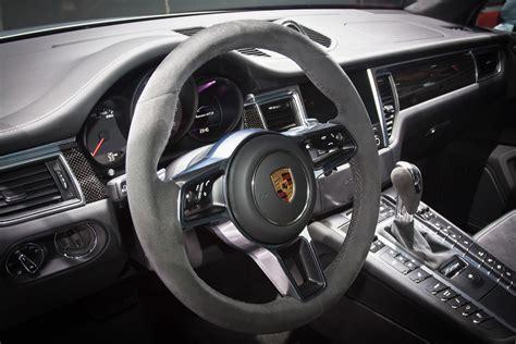 Porsche Lenkrad by Alcantaras Innovative Lenkrad Anwendungen