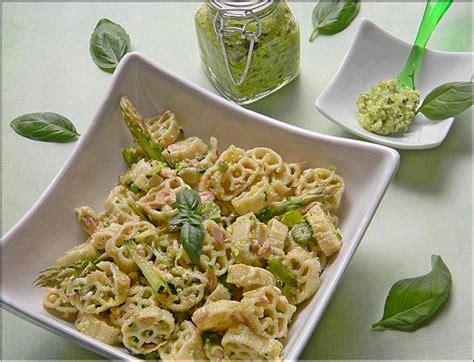 salade de p 226 tes pesto de courgettes aux noix comt 233 paperblog