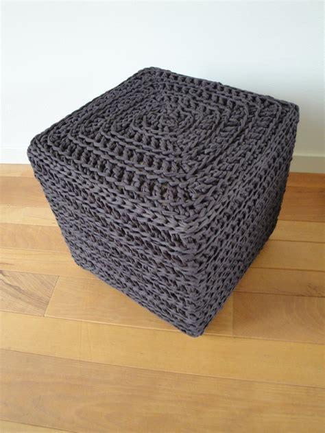 t shirt yarn cushion pattern poef gehaakt met donkerbruine ztringz bovenkant is een