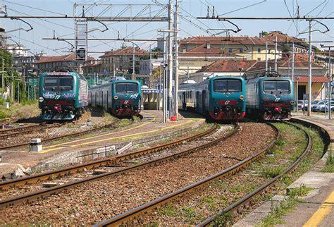 treni porta genova ferrovie nord al salone trasporto pubblico di