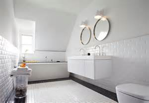 Top floor bathroom echoing the white palette in its urban style