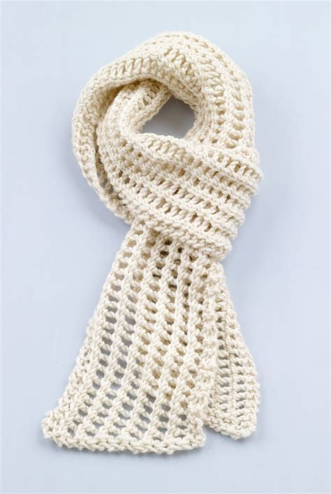 loom scarf knitting 25 best ideas about loom knitting scarf on