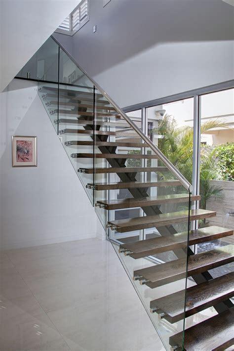 treppe glas 40 treppengel 228 nder glas luftiges gef 252 hl im innendesign