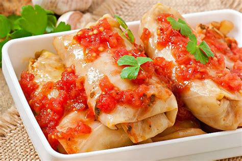 yemek yemekleri kırmızı lahana salatası tarifi nasıl yapılır yemek com