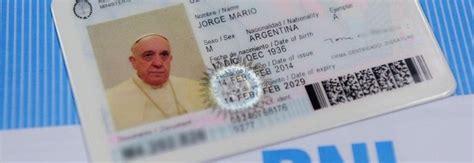 consolato argentino a roma francesco ecco il nuovo passaporto un documento come per