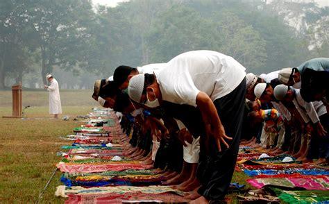 foto ritual  doa meminta hujan simomot
