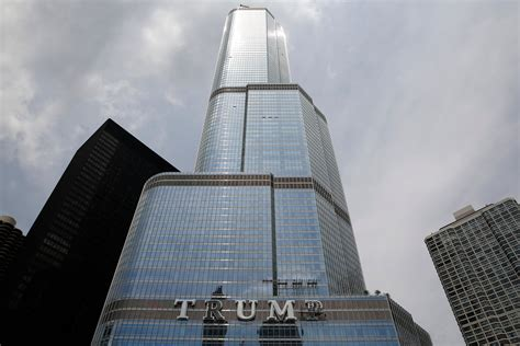 world of architecture tallest towers trump tower chicago time lapse building chicago s trump tower youtube