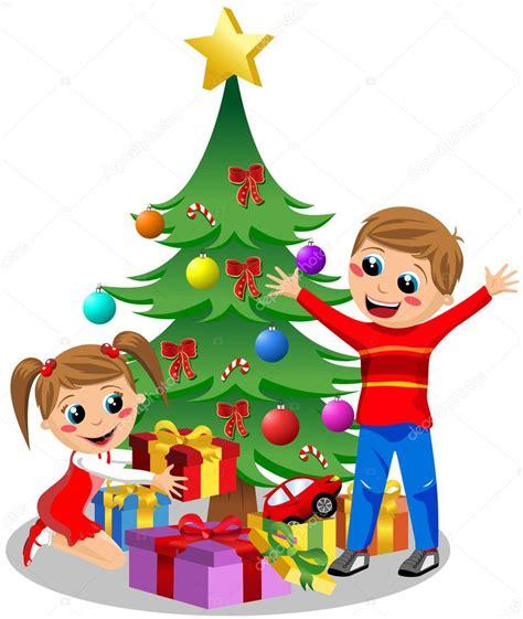 felices los ni 241 os abriendo regalos de navidad junto al