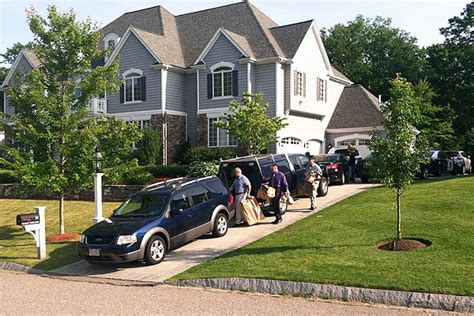 aaron hernandez dog house police search home of new england patriots tight end aaron hernandez