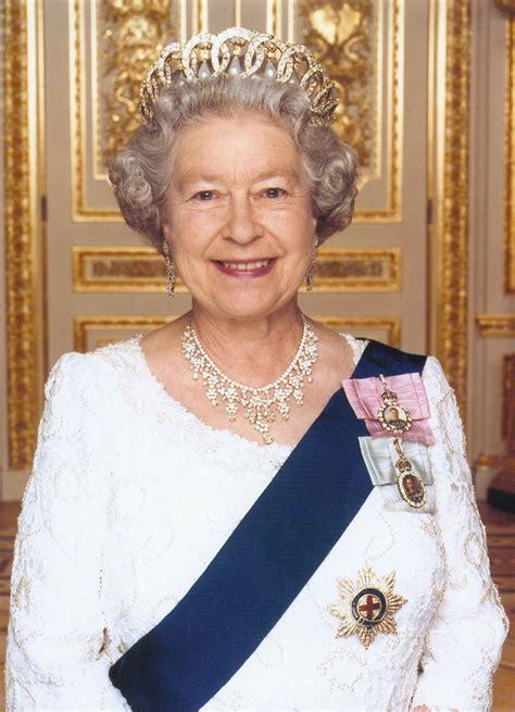 Queen Elisabet ll   cille85